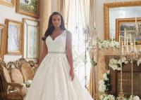 A legszebb molett menyasszonyi ruhák – Ezt a tíz tippet fogadd meg a ruhaválasztásnál, ha plusz kilókkal állsz az oltárhoz