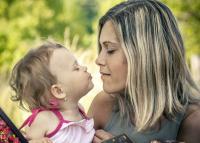 A szeretet minden távolságon átível – Lepd meg édesanyádat egy különleges ajándékkal Anyák napján!