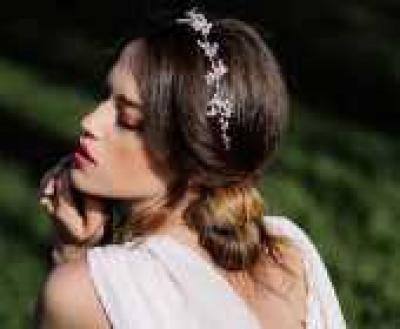 22d8a6c1fa Esküvő Világ - 5+1 meseszép esküvői frizura hosszú hajból