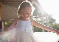 Hihetetlen dolgot kér a menyasszony tanúja a 12 éves koszorúslánytól