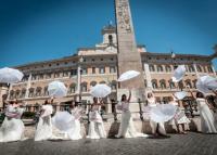 Dühös menyasszonyok tiltakoztak az esküvők elhalasztása ellen Rómában