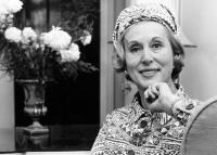 Estée Lauder: sminkben és kalapban főzött